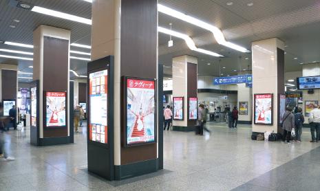 ●JR姫路駅中央口改札前デジタルサイネージ